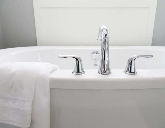 Na jakiej wysokości powinna być umywalka nablatowa?